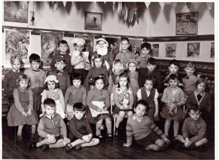 1957  Wimblebury infants play