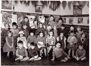 1957  Wimblebury infants play